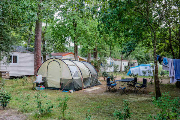 camping emplacement tente